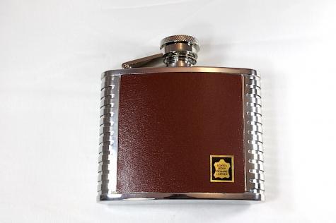 Fiaschetta per liquore in cuoio marrone